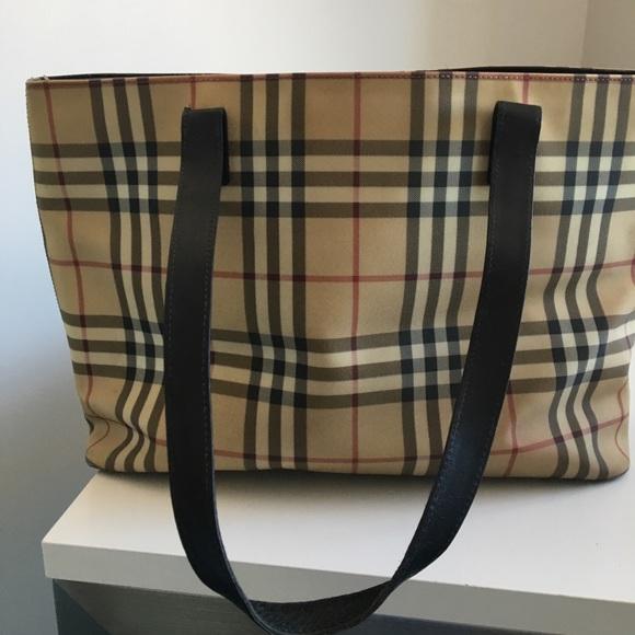 187b3785e0a7 Burberry Handbags - Classic Burberry Tote- Medium size
